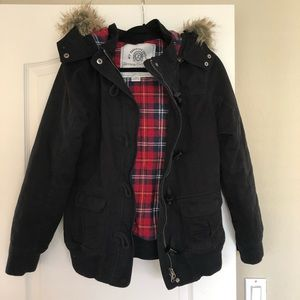 Cozy Black Puffy Jacket with Fur Lined Hood